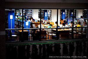 Una sala de lectura de la biblioteca de Shanghái